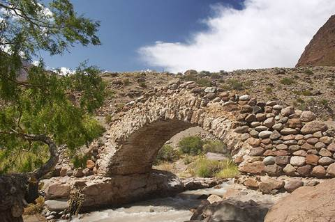Histótico Puente colonial de Picheuta